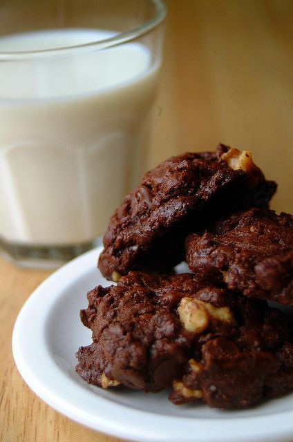 Outrageous Chocolate Cookies from 80 Breakfasts. Click through for ...