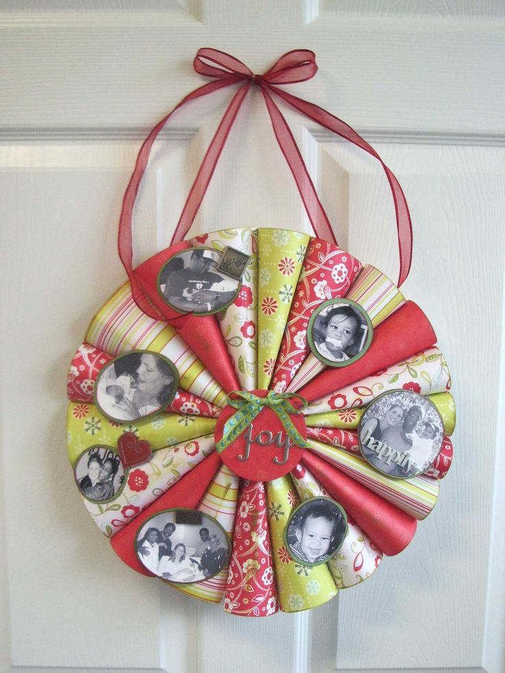 http://inspiremecrafts.files.wordpress.com/2007/12/finished-photo-wreath.jpg
