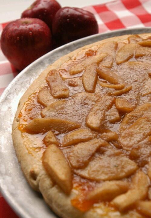 Apple pie pizza. #fb | Favorite Recipes | Pinterest