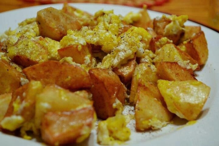 Fried eggs and potatoes | Nom Nom Nom | Pinterest