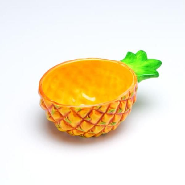 NEED these pineapple bowls.   Accessorized   Pinterest