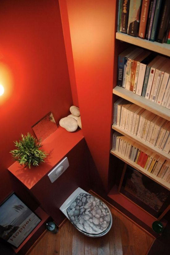 This is a MUST have! Une bibliotheque dans le WC!! Tres fab! Using my ...