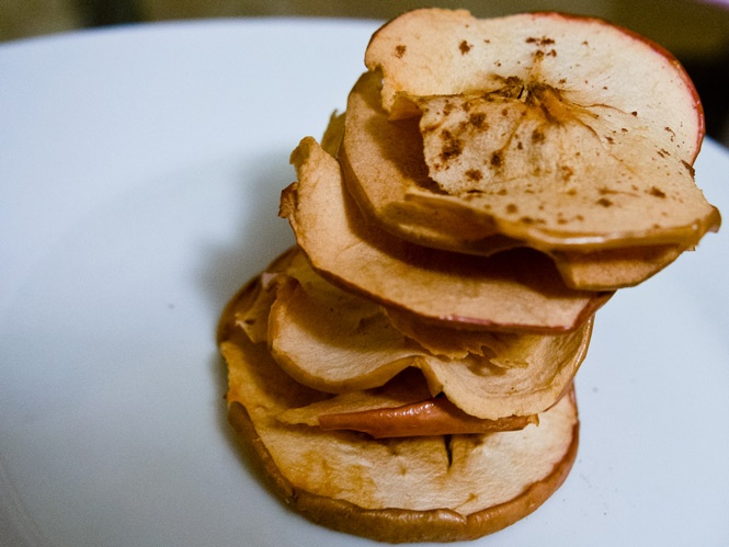 Healthy Snacking: Pumpkin Pie Spiced Apple Chips