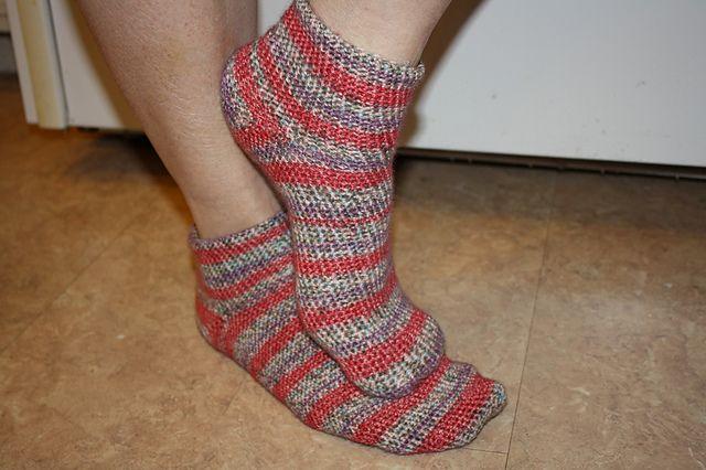 Crochet Socks Patterns Toe Up : Pin by Desi McKinnon on shes crafty. Pinterest