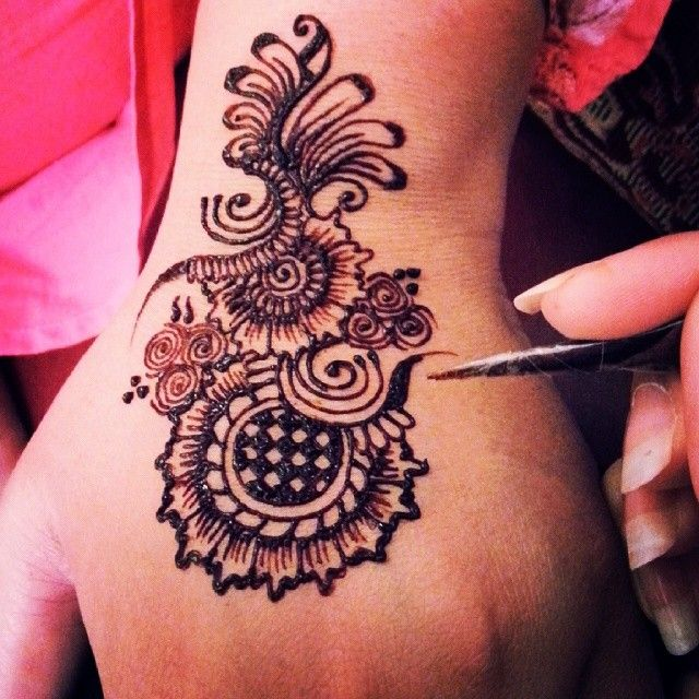 Henna Qaisar Designs Instagram : Pin by summer shahid on henna pinterest