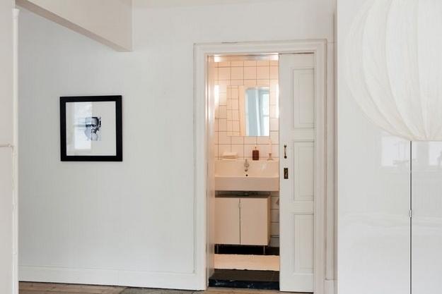 sliding bathroom door interior