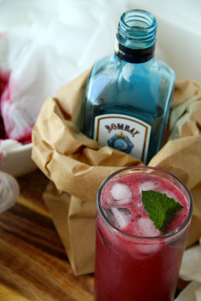 Blackberry and sumac gin fizz | Bar | Pinterest