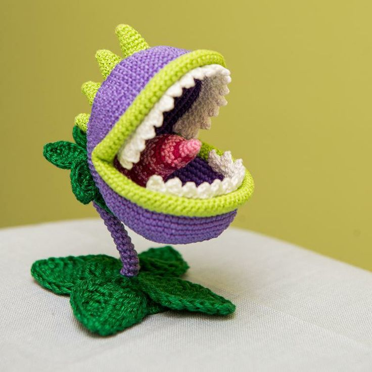 Free Crochet Patterns Zombie : Chomper (Plants vs. Zombies) Crochet_Toys Pinterest