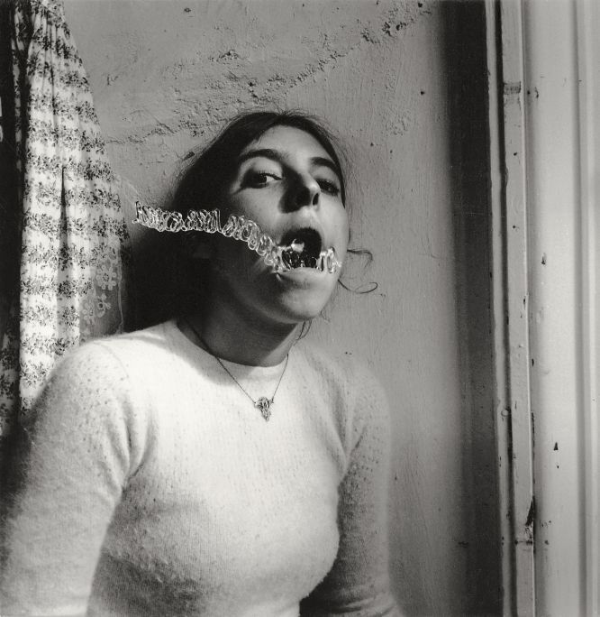 Autorretrato de Francesca Woodman Talking to Vince, 1975–78.