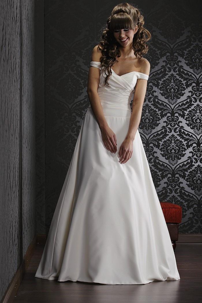Brautkleid schlicht romantisch  Hochzeit  Pinterest