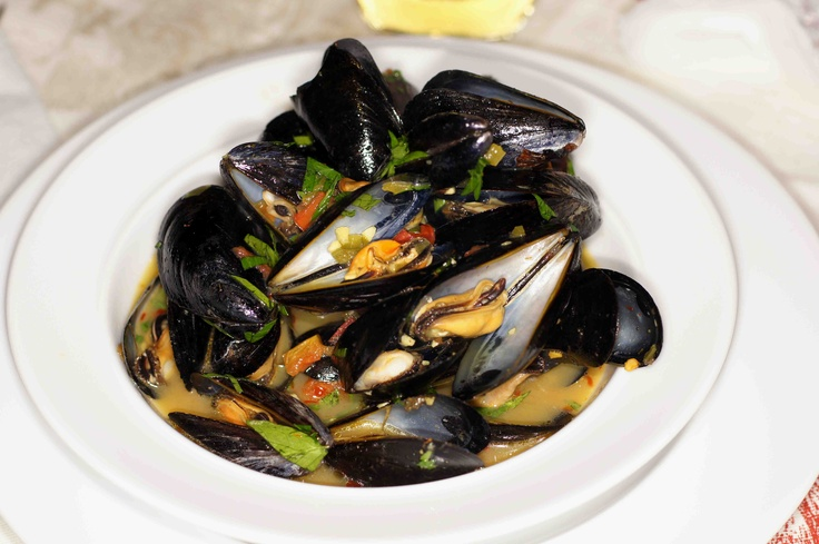 Classic Mussels with Tomatoes, Saffron & White Wine recipe plus a ...