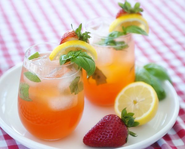 strawberry basil lemonade (with vodka) | Yummy Beverages | Pinterest