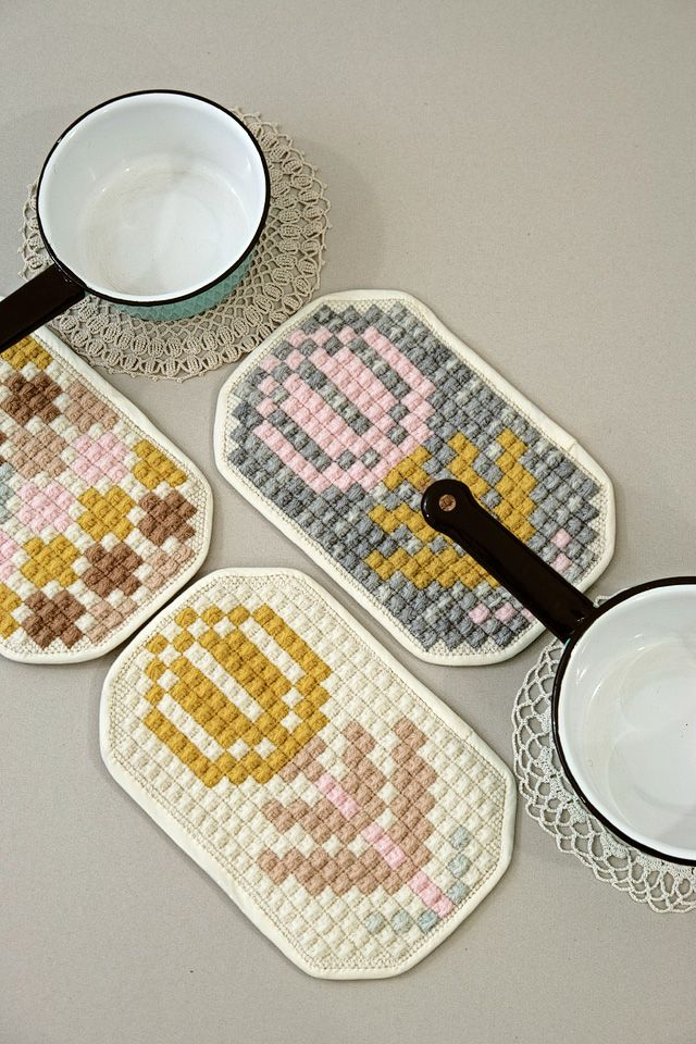 embroidered potholders - karen barbé