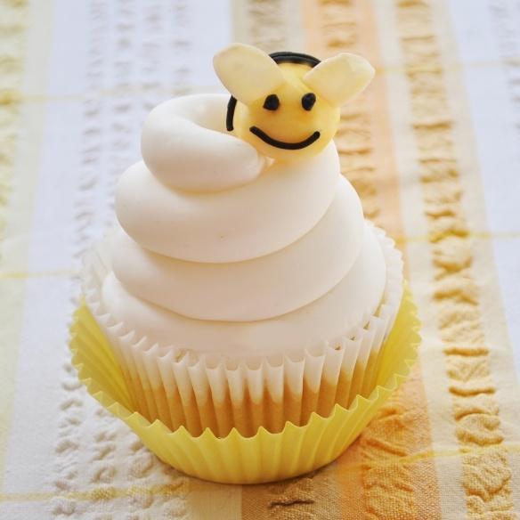 Bzzzzz! Honey Cupcake   Cupcakes   Pinterest