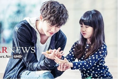 Kim Ji Won And Lee Jong Suk Doctor Stranger   Lee Jong Suk & child actress Kim Ji Young