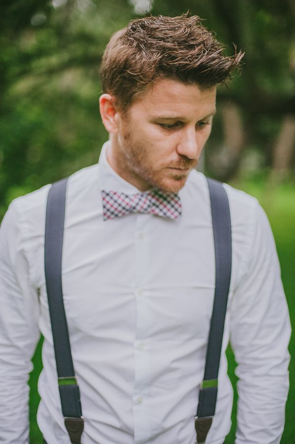 suspenders and bow tie... Très très magnifique! #groom #bowtie #weddingattire