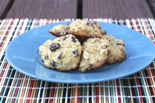 Dark Chocolate Almond Cranberry Quinoa Cookies @thesweetlife