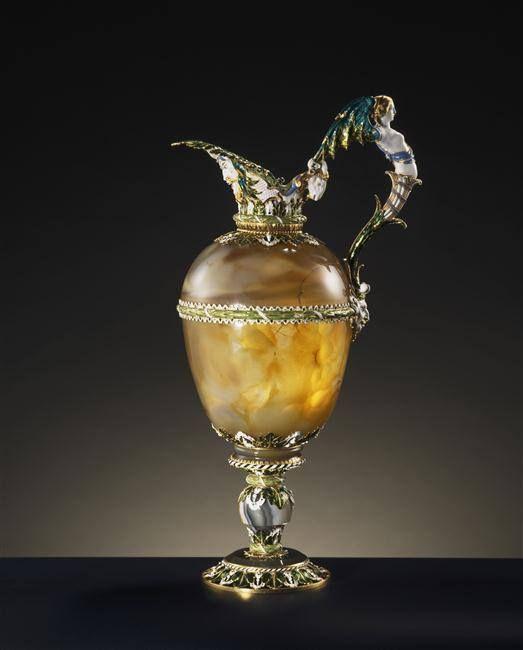 Aiguière en agate, entrée dans la collection de Louis XIV avant 1673 - Monture en or émaillé, Paris, vers 1650 - Paris, Musée du Louvre