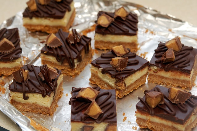 REESE'S PEANUT BUTTER CUP CHEESECAKE BARS!