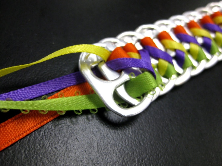 soda tab bracelet ~ my niece will love this ~ and so will my sister...keep kiddo busy this summer :-)