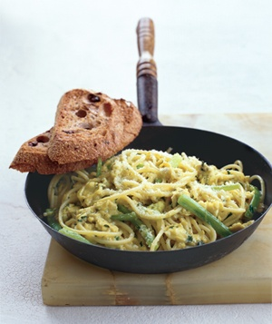 Quick scrambled egg and pasta recipe. Great base idea; millions of ...