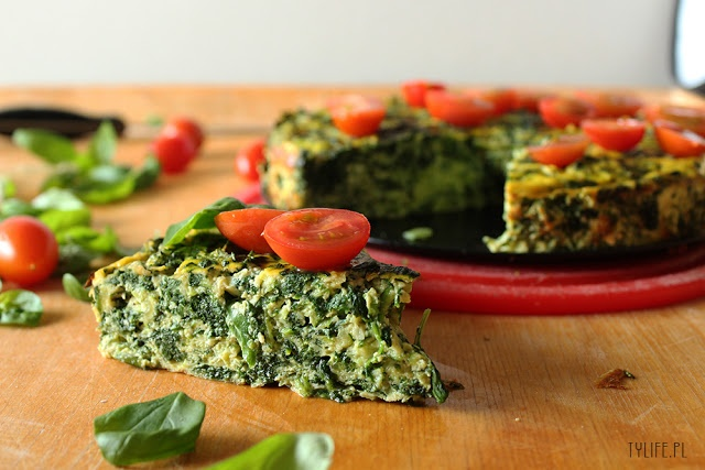 Frittata with ricotta cheese, zucchini, basil and spinach. Low ...