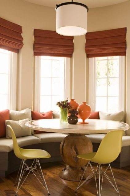 Built in seating and round table in bay window for for Built in kitchen tables ideas