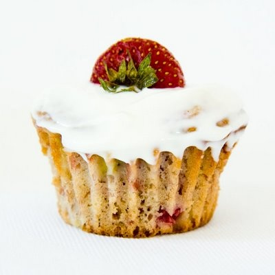 Strawberry Banana Cupcakes ~ i'm sure they're great frosted and all ...