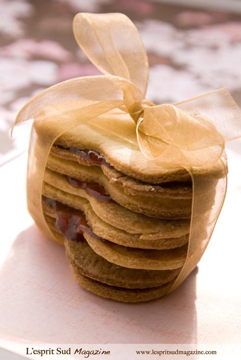 Shortbread sandwich cookies ... Simple but addicting! #Dessert #Recipe