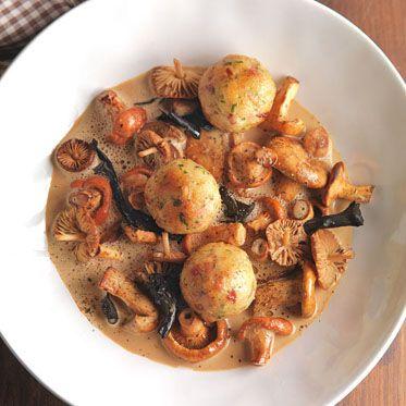 à la crème mit Speckknödeln - wild mushrooms a la creme ...