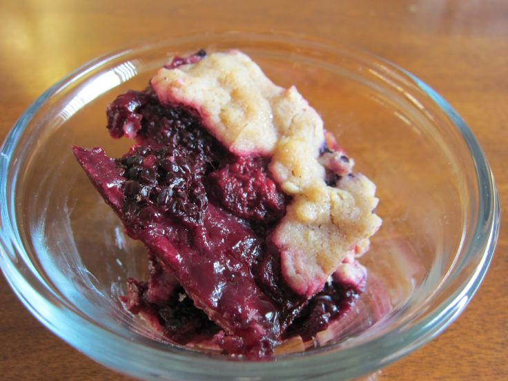 Triple berry crisp made with #frozen berries - so easy!