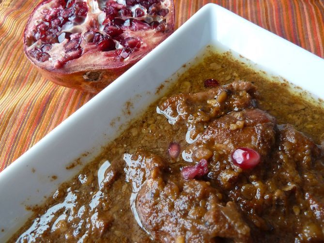Persian Chicken Stew in Walnut and Pomegranate Sauce (Fesenjan) | Rec ...