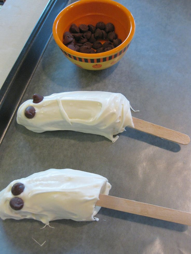 Ghost Banana: bananas dipped in white chocolate and frozen. Add chocolate chips for eyes.  Fun & yummy!