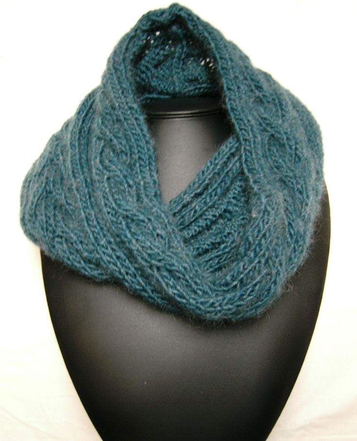 Free Knitting Patterns For Cabled Cowls : Knitted cowl with cables tricot Pinterest