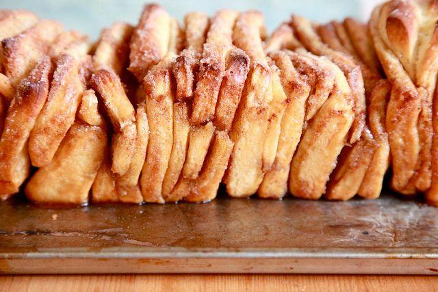 Cinnamon Sugar Pull-Apart Bread. Ummm loved having these with yoghurt ...