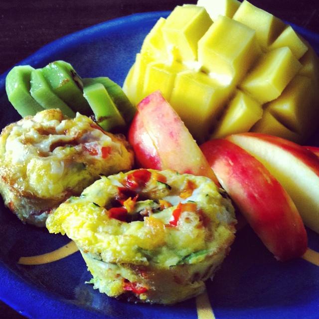 Paleo breakfast: egg muffins and fruit | Favorites of Food | Pinterest