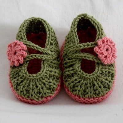 Cute crocheted baby Mary Janes with youtube tutorial!