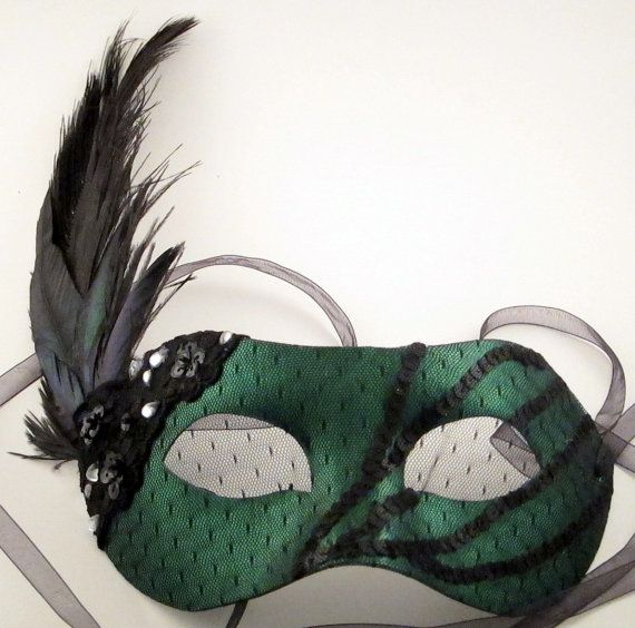 foto de Black and Emerald Green Glam Masquerade Mask