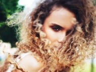7 Amazing Summer Hairstyles for Tightly Curly Hair ...