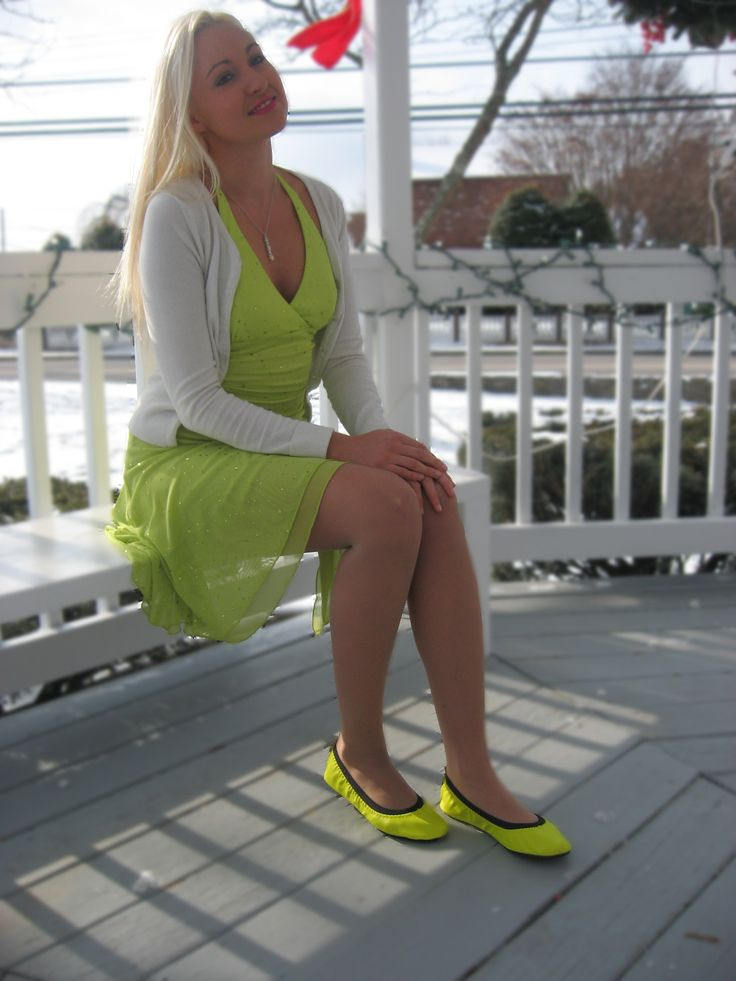 Neon flats with matching dress - www.fitinclouds.com