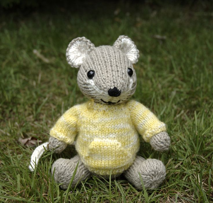 Knitting Pattern For Mouse Free : Little mouse Free knit Crochet & Knit Toys Pinterest