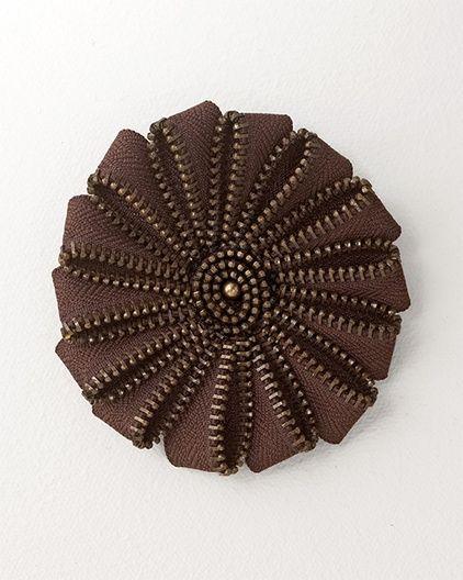 Swirl flower zipper pin