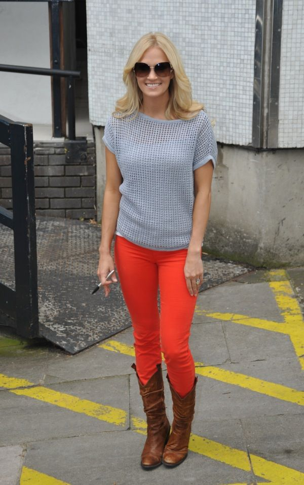 These jeans look amazing on her! #coloreddenim