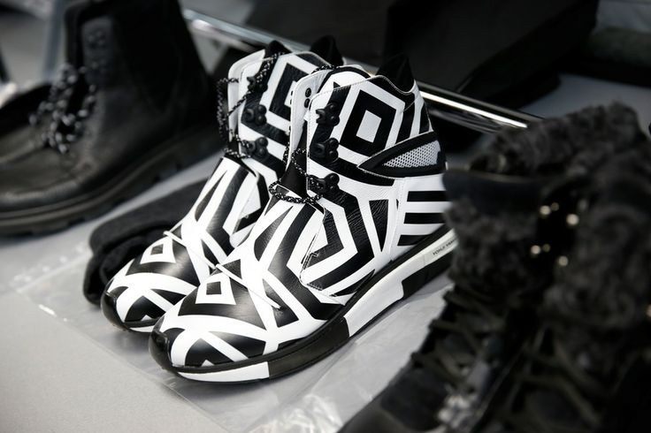 http://www.stylezza.com/gallery/y-3-autumn-winter-2014-paris-fashion-show-189?en
