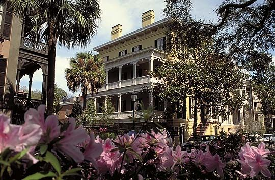 Savannah historic district savannah pinterest for Historic houses in savannah ga
