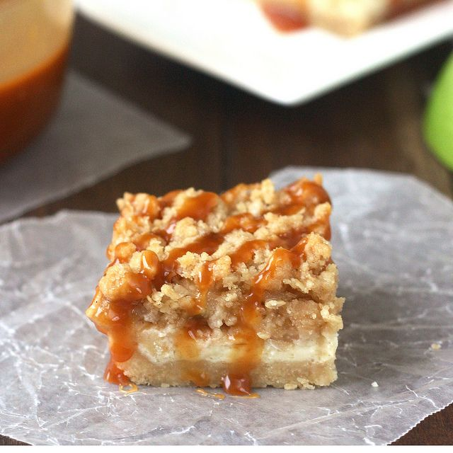 Caramel Apple Cheesecake Bars with Streusel Topping by @Tracey's ...