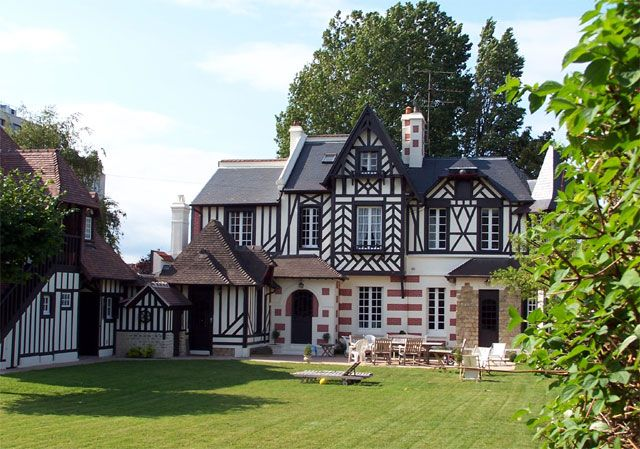 Beautiful normandy style house house dreaming for Constructeur de maison normandie