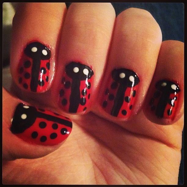 Ladybug nails | Nail art | Pinterest