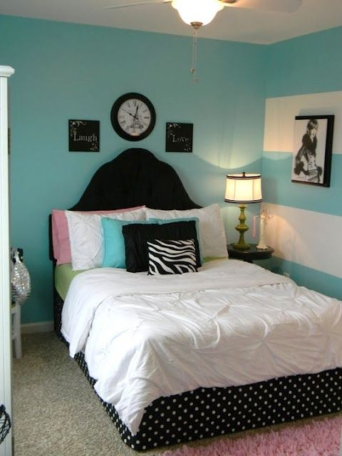 decide between this paris themed bedroom or beach themed help