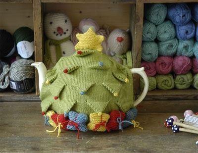 Christmas Tree Tea Cozy ~ Cute!  Tea Cozies  Pinterest